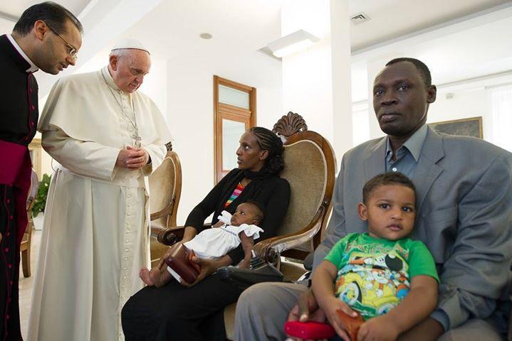 Papa recebe sudanesa condenada à morte por deixar o Islã