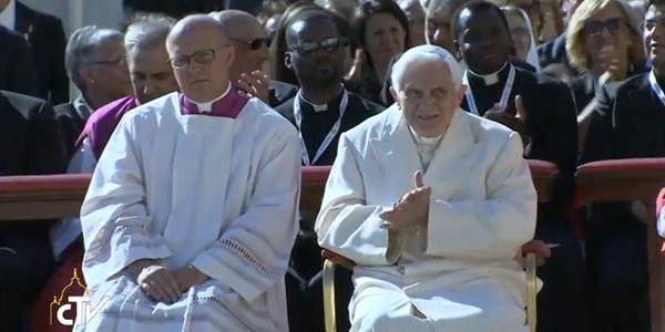 Bento XVI acompanha discurso de Francisco aos idosos / Foto: Reprodução CTV