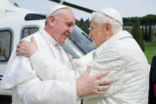 Na foto, o primeiro encontro entre Bento XVI e Francisco, em 2013 / Foto: Arquivo - L'Osservatore Romano