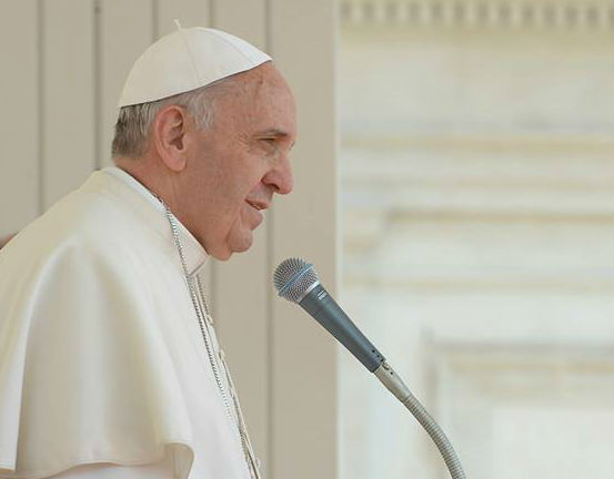 Francisco destaca o exemplo de convívio pacífico entre religiões na Albânia / Foto: Arquivo
