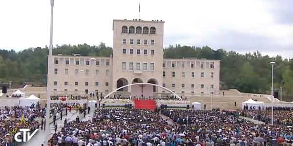 Fiéis participam de Missa com o Papa na Albânia / Foto: Reprodução CTV