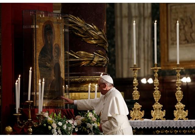 Francisco agradece à Nossa Senhora pelo êxito da viagem à Albânia / Foto: L'Osservatore Romano