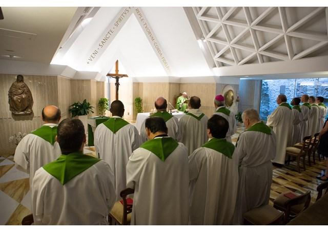 Papa fala aos fiéis sobre necessidade de assumir o peso da cruz para entender Cristo Redentor / Foto: L'Osservatore Romano