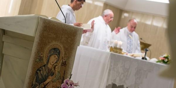 Francisco destaca que Deus caminha com justos e pecadores / Foto: L'Osservatore Romano
