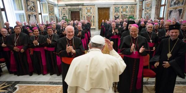 Francisco encoraja novos bispos no ministério episcopal / Foto: L'Osservatore Romano