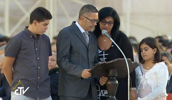 Família dá testemunho de vida durante vigília pelo Sínodo / Foto: Reprodução CTV