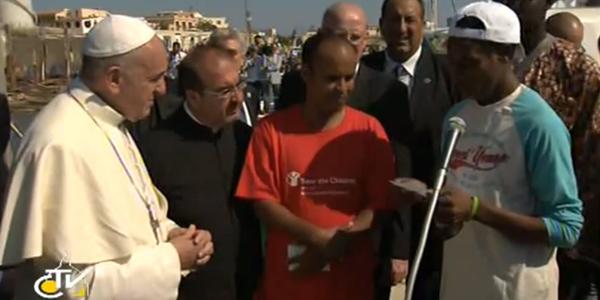 Papa Francisco durante visita a Lampedusa em julho de 2013 / Foto: Arquivo