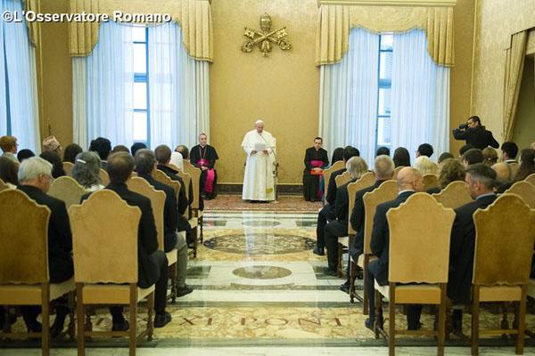 Francisco na Sala dos Papas, no Vaticano, reunido com membros da Associação Internacional de Direito Penal / Foto: L'Osservatore Romano