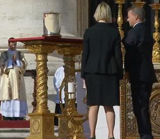 Relíquia de Paulo VI exposta na Praça São Pedro / Foto: Reprodução CTV