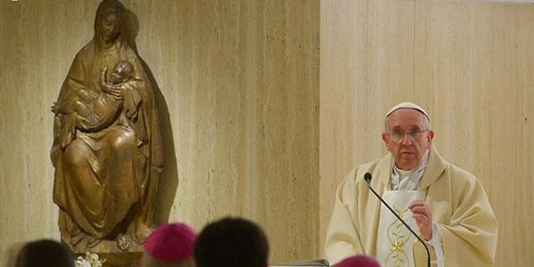 Francisco reza pelas vítimas do atentado e pela conversão de coração dos que cometem tanta crueldade / Foto: L'Osservatore Romano
