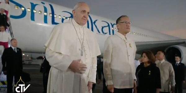 Papa ao lado do presidente das Filipinas, Benigno Aquino / Foto: Reprodução CTV