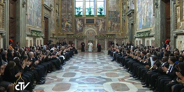 Francisco reunido com embaixadores creditados junto à Santa Sé / Foto: Reprodução CTV