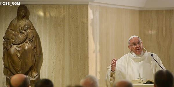 Francisco fala aos fiéis que as mulheres, sobretudo, têm o dever de transmitir a fé / Foto: L'Osservatore Romano