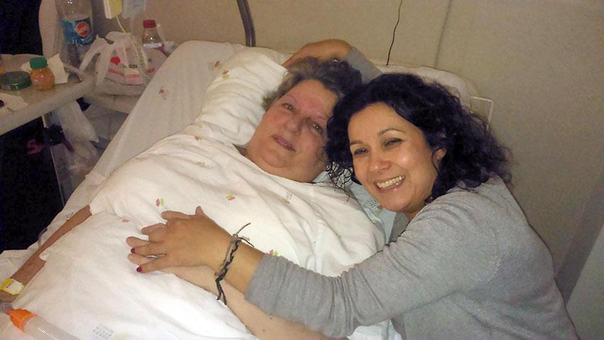Stella com a amiga Isa Azinheiro, que divulgou a informaçõe sobre o telefonema / Foto: Diocese de Leiria-Fátima