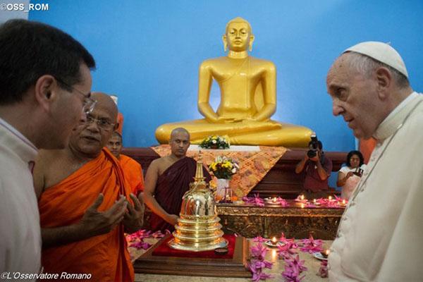 http://img.cancaonova.com/cnimages/especiais/uploads/sites/2/2015/01/visita-papa-templo-budista-sri-lanka.jpg