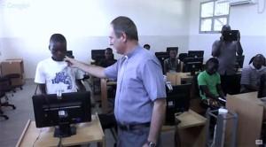 Direto de Moçambique, crianças agradecem ao Papa pelos computadores recebidos na escola / Foto: Reprodução CTV