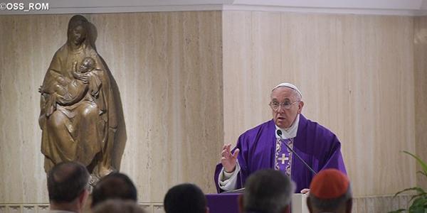 Na Casa Santa Marta, Francisco pede que cristãos sirvam a Deus sempre / Foto: L'Osservatore Romano