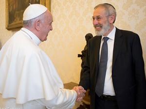 Papa e o rabino reunidos no Vaticano