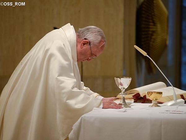 Francisco destaca que é um contra-testemunho querer seguir Jesus e a mundanidade / Foto: L'Osservatore Romano