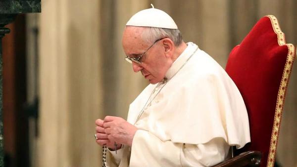 Francisco reza por imigrantes, refugiados e pela vocação ao sacerdócio e à vida consagrada / Foto: Arquivo - L'Osservatore Romano