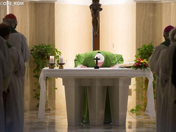 Francisco convida cristãos a pensarem no modo como se fazem próximos aos mais necessitados / Foto: L'Osservatore Romano