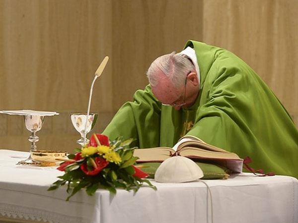 Na homilia de hoje, Francisco fala da necessidade de ouvir a Palavra de Deus / Foto: L'Osservatore Romano