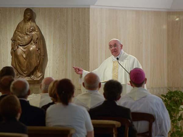 Francisco fala aos fiéis sobre a necessidade de colocar a pobreza no centro do Evangelho / Foto: L'Osservatore Romano