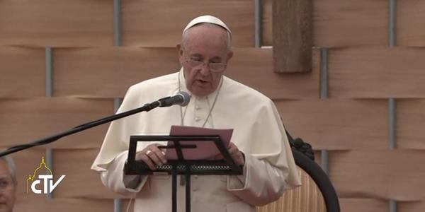 Papa discursando ao mundo estudantil e universitário