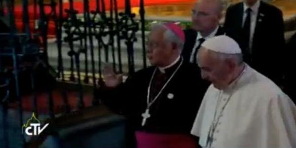 Papa_Francisco_visita_a_Catedral_de_Quito