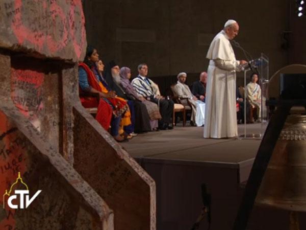 Papa discursando no Ground Zero, em Nova Iorque, EUA