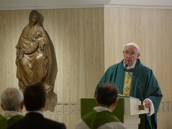 Francisco na Casa Santa Marta, onde reside e celebra Missas frequentemente / Foto: L'Osservatore Romano