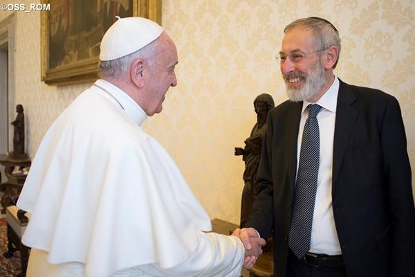 Papa Francisco e o rabino-chefe de Roma, Riccardo Di Segni, juntos no Vaticano em abril desse ano / Foto: L'Osservatore Romano