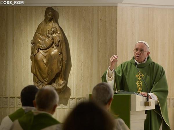 """Na Missa de hoje, Papa critica bispos e padres """"carreiristas"""": Igreja veio para servir, não para ser servida / Foto: L'Osservatore Romano"""