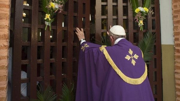 Papa abrindo a Porta Santa em Bangui, na República Centro-Africana / Foto: L'Osservatore Romano