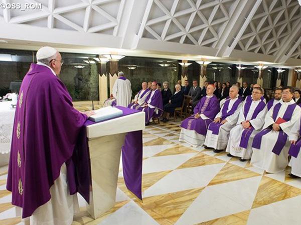Papa durante celebração na Casa Santa Marta / Foto: Arquivo-L'Osservatore Romano