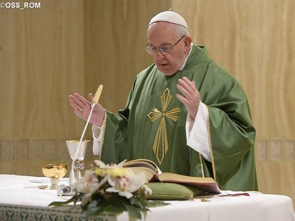 Papa frisa tarefa dos bispos: rezar e anunciar o Evangelho