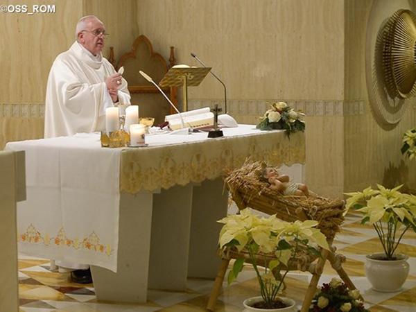 Francisco durante a celebração eucarística na Casa Santa Marta / Foto: L'Osservatore Romano