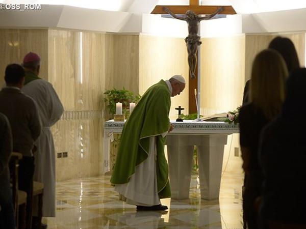 Francisco durante celebração eucarística na Casa Santa Marta / Foto: L'Osservatore Romano