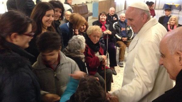 Papa visitou idosos em casa de repouso / Foto: site oficial do Jubileu da Misericórdia