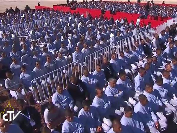Presidiários no encontro com o Papa / Foto: Reprodução CTV