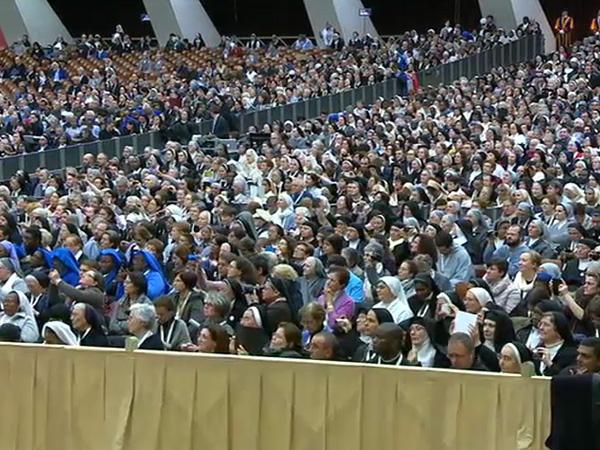 Religiosos e religiosas lotaram a Sala Paulo VI para ouvir as palavras do Papa / Foto: Reprodução CTV