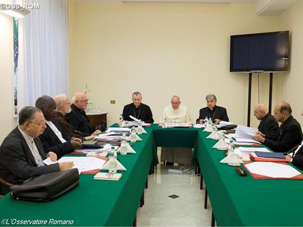 Francisco reunido com o conselho de cardeais / Foto: L'Osservatore Romano