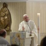 Francisco durante celebração eucarística na capela da Casa Santa Marta / Foto: L'Osservatore Romano
