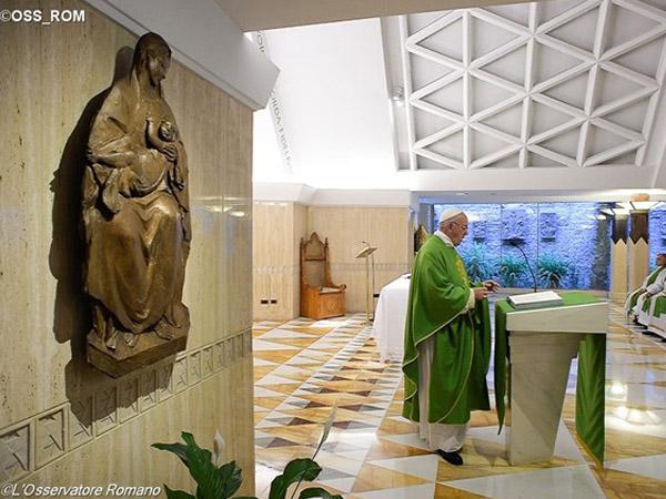 Francisco durante Missa na Casa Santa Marta / Foto: L'Osservatore Romano