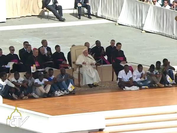 Grupo de refugiados participou da catequese com o Papa / Foto: Reprodução CTV