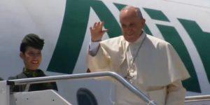 Papa embarca rumo a Cracóvia / Foto: Reprodução Reuters