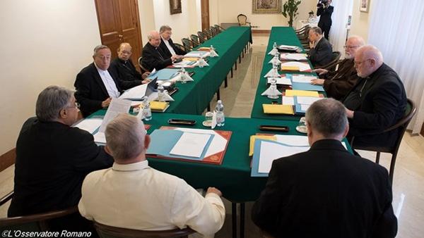 Papa reunido com os cardeais / Foto: L'Osservatore Romano
