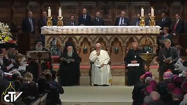 O Patriarca Bartolomeu (esq.), o Papa Francisco e o primaz da Igreja na Inglaterra, Justin Welby / Foto: Reprodução CTV