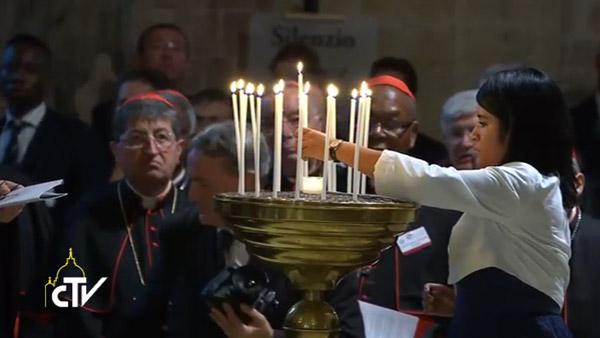 Cristãos acenderam vela por cada uma das intenções de oração pela paz / Foto: Reprodução CTV