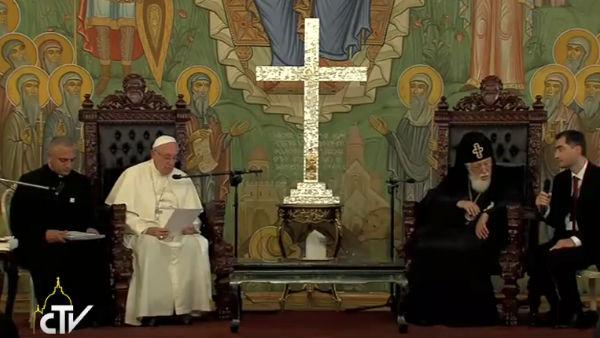 Papa Francisco ao lado do Patriarca de toda a Geórgia, Elias II / Foto: Reprodução CTV